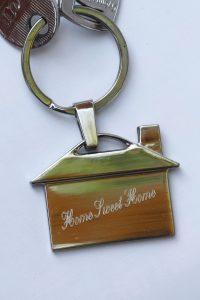 fém kulcstartó, gravírozott kulcstartó, gravírozott fém kulcstartó, kulcstartó Szombathely, kulcstartó Montázs Műhely